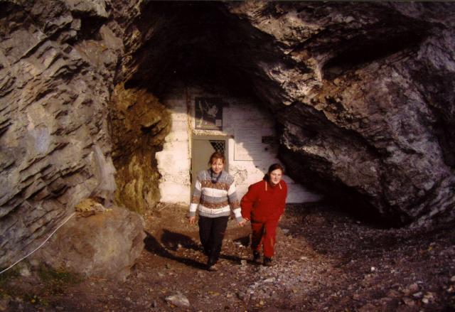 Вход в пещеру Караульную